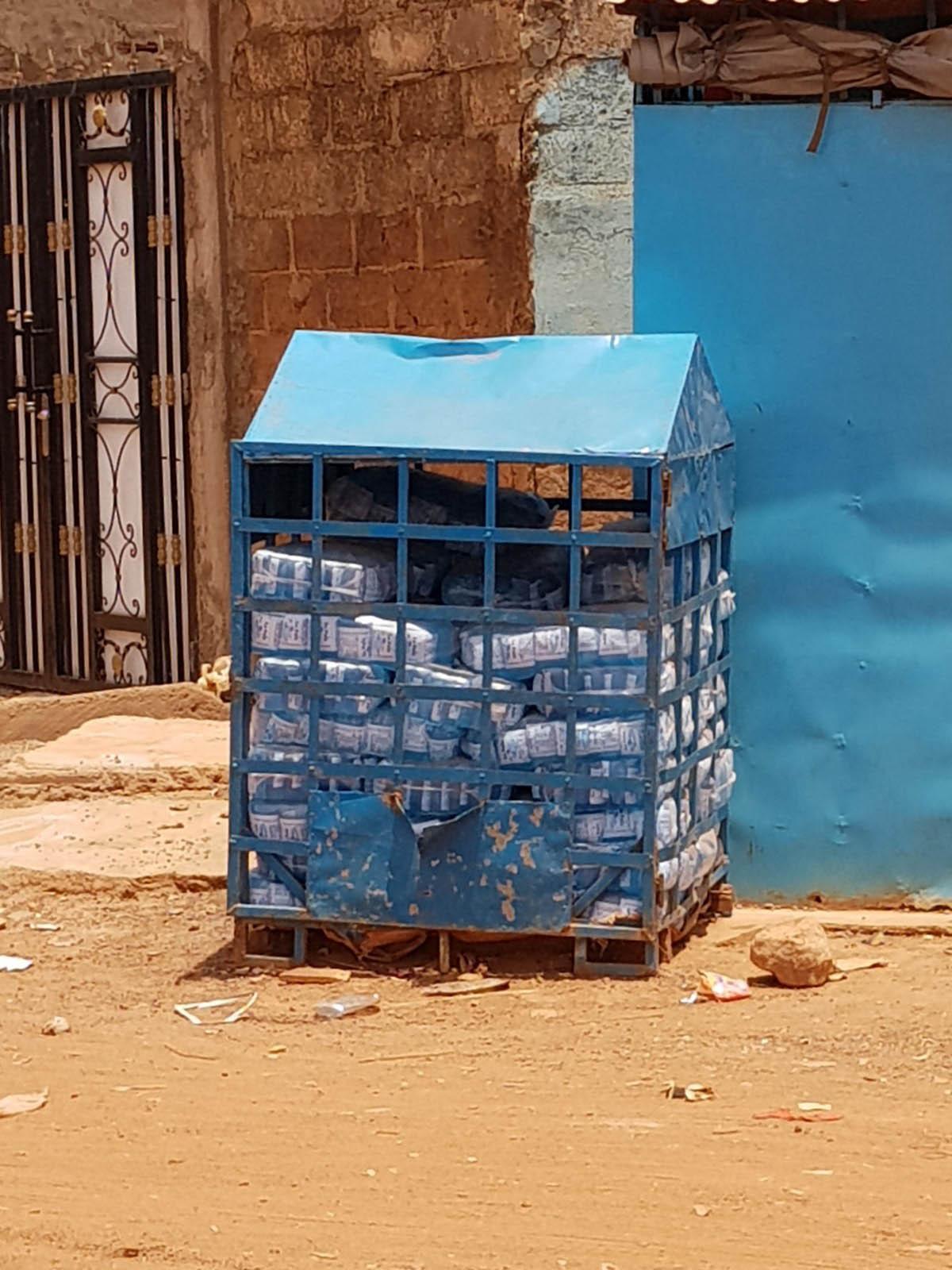 Stockage de l'eau en sachet en Afrique